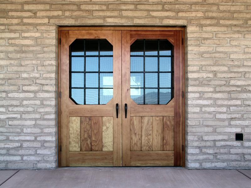 двойная входная дверь дача